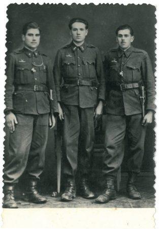 Oláh Dávid (középen)